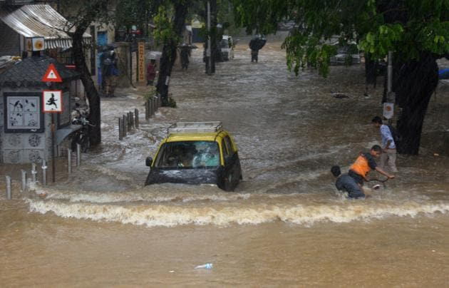 The southwest monsoon hit the coast of Kerala, its first port of call, on time. As it now segues into the hinterland, the monsoon will also bring with it health challenges such as malaria, dengue and leptospirosis.(HT PHOTO)