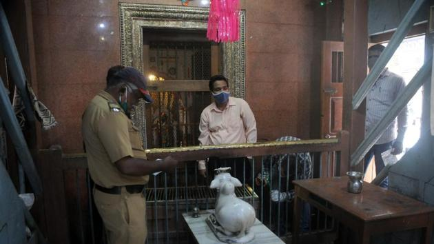 Police during investigation at Pasodya Vithoba temple in Budhwar peth, on Sunday.(HT PHOTO)