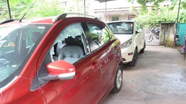 The vandalised cars at Sharda Colony, Pimple Nilakh.(HT PHOTO)