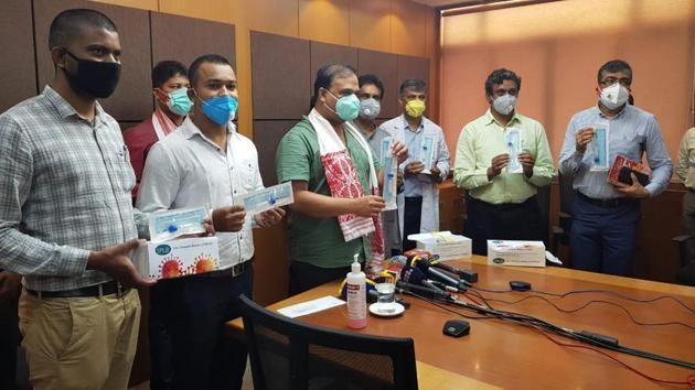 The team if IIT-Guwahati displaying the Covid-19 kits developed by the institute.(Twitter/@IITGuwahati)