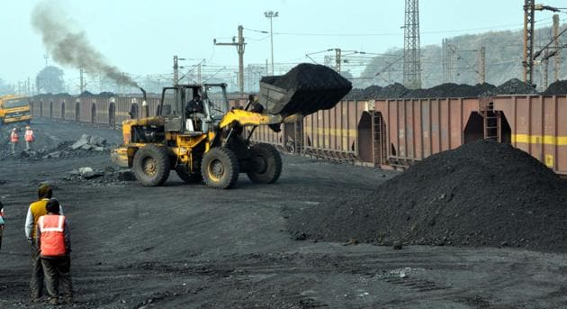 The coal sector reforms are not just about investments and improving coal production. It has the innate potential to usher in immense job opportunities and provide a boost to the government's Make in India programme, since coal mining operations require large machines and manpower(Pankaj Kumar/HT)