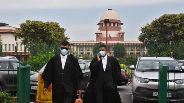 Advocates outside the Supreme Court wearing protective masks as a precautionary measure amid coronavirus pandemic.(Raj K Raj/HT PHOTO)