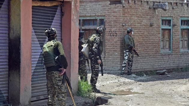 Army jawans take positions during an encounter with the militants in the Kangan area of Pulwama district of south Kashmir.(ANI File Photo)