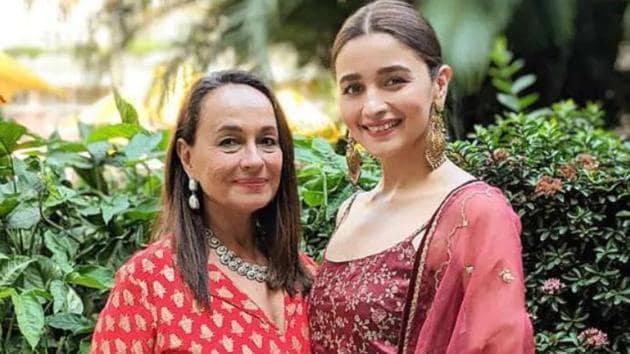 Alia Bhatt poses with her mother, Soni Razdan.