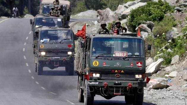 An Indian Army convoy moves along a highway leading to Ladakh, at Gagangeer in Kashmir's Ganderbal district June 18, 2020.(Reuters photo)