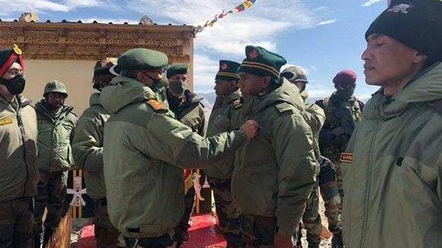 COAS General MM Naravane visited forward areas in Eastern Ladakh on Wednesday.(Twitter/@adgpi)