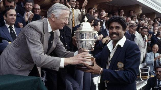 India captain Kapil Dev lifting 1983 World Cup Trophy.(Twitter/Cricket World Cup)
