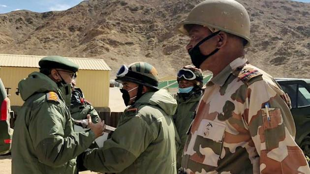 Army Chief Manoj Mukund Naravane interacts with the troops while reviewing operational situations on the ground after the stand-off in the region during his visit, in Eastern Ladakh.(PTI)