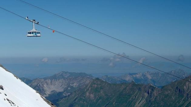 Swiss acrobat Freddy Nock balances blindfolded on the cable of the Glacier 3000 cable car during the Airshow, marking the reopening of facilities after the coronavirus disease (COVID-19) lockdown in Les Diablerets, Switzerland, June 23, 2020. (REUTERS/Denis Balibouse)