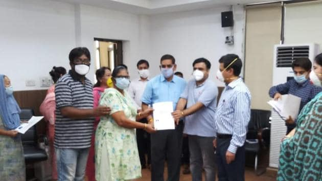 A member of the Valmiki Samaj member receives her domicile certificate in Jammu on Saturday, June 27, 2020..(HT Photo)