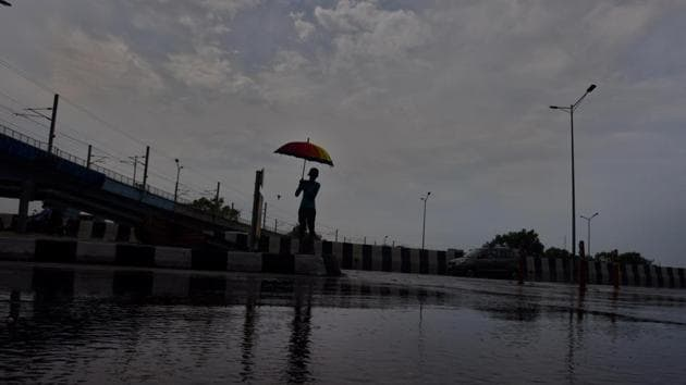 Thunderstorm and rain likely to lash parts of Delhi, adjoining areas in  next 2 hours': IMD | Hindustan Times