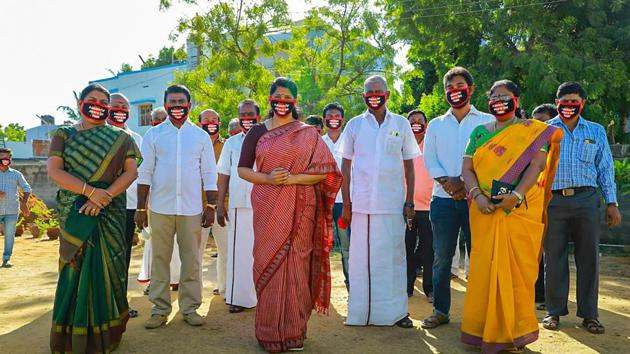 DMK MP Kanimozhi and other party workers wear masks with a message, in solidarity with Tuticorin custodial victims, in Tuticorin district.(PTI)