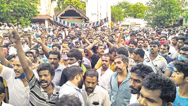 Locals in Tuticorin stage a protest against the custodial deaths Jayaraj and his son Bennicks.(PTI)