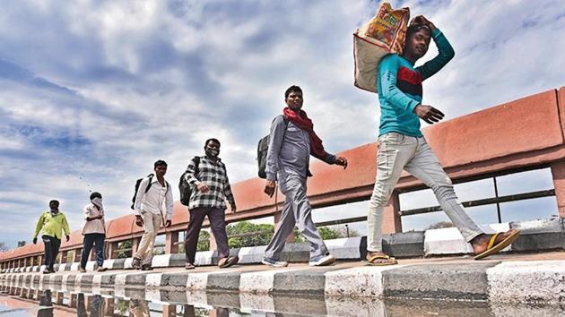 Migrant workers in Delhi walk back to their villages in Uttar Pradesh in March.(Sanchit Khanna/ HT Photo)