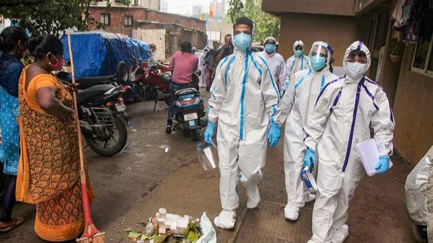Healthcare workers wearing PPE suits arrive to carry out medical checkups of the residents living in the COVID-19hotspot areas, atMaladin Mumbai onThursday.(PTI Photo)