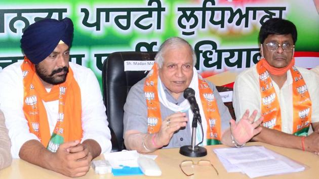 BJP leader Madan Mohan Mittal addressing the media in Ludhiana on Thursday.(Gurpreet Singh/HT)