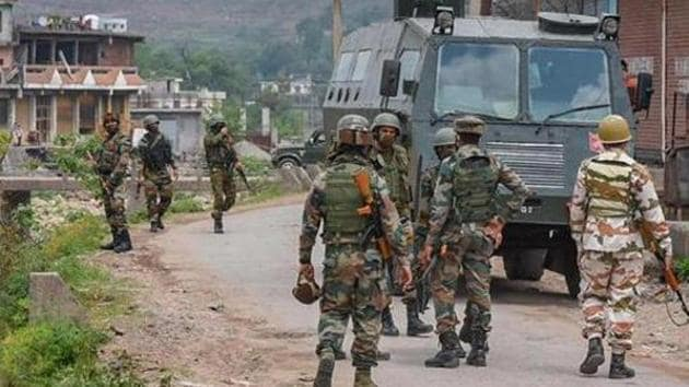 Till June this year, 14 Indian nationals have been killed and 88 more have been injured in more than 2,432 unprovoked ceasefire violations carried out on the LoC.(PTI PHOTO.)