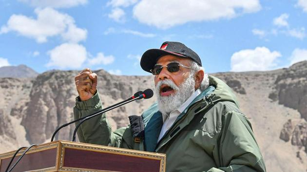 Prime Minister Narendra Modi addresses the Indian troops during his visit to the forward post at Nimu in Ladakh on July 3, 2020.(PTI Photo)