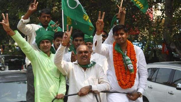 INLD candidate Sonu Thakran from Badshapur constituency at a road show before filing his nomination papers for Haryana Assembly election, Gurugram, on Friday, October 4, 2019.(Yogendra Kumar/HT Photo)