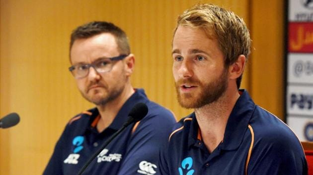 New Zealand coach Mike Hesson and captain Kane Williamson at a press conference in Mumbai on Sunday.(PTI)