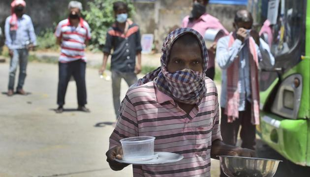 The Delhi government on Tuesday had decided to extend the free ration scheme till November.(Burhaan Kinu/HT PHOTO)