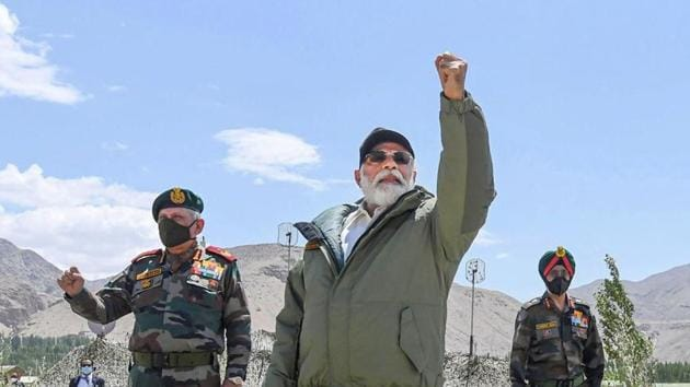 Prime Minister Narendra Modi interacts with the Indian troops during his visit to the forward post at Nimu in Ladakh(PTI)