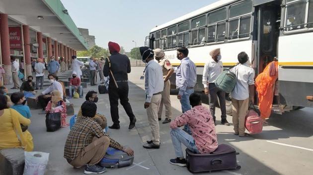 In Delhi, interstate bus services were suspended on March 21.(Photo by Gurpreet Singh/Hindustan Times)