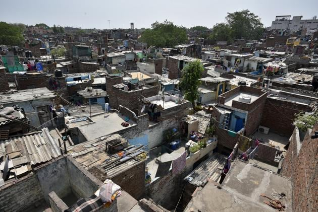 The government estimates that there are 26-37 million families in urban India that live in informal housing, and they largely belong to the poorer sections.(Biplov Bhuyan/HT PHOTO)