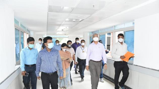 Municipal commissioner Vikram Kumar (second from right) and district collector Naval Kishore Ram (second from left) during a visit to the hospital facility in Bibwewadi, on Monday.(HT PHOTO)