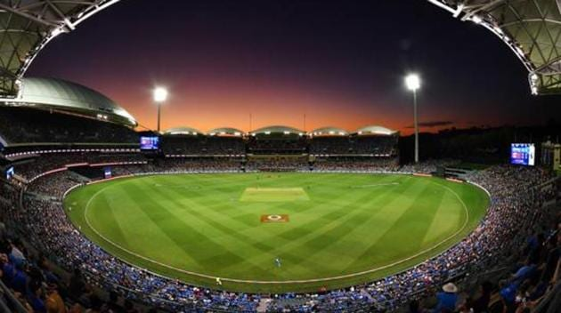 A general view of play at sunset during the Adelaide Strikers v Melbourne Renegades Big Bash League Match at Adelaide Oval.(Getty Images)