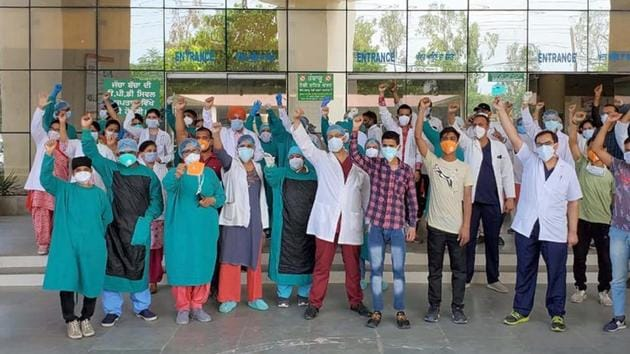 IMA has asked doctors to raise their guard and ensure implementation of all infection control protocols to save lives including their own.(HT Photo/File)