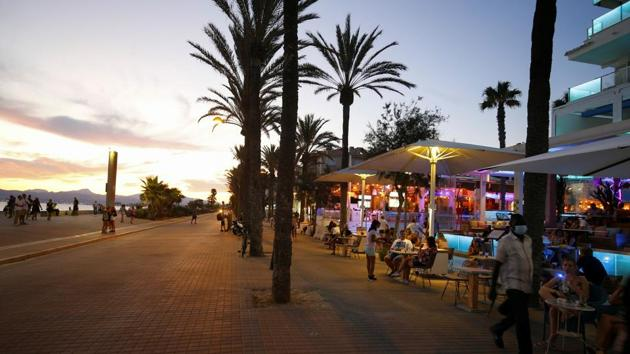 Open touristic bars are seen in the corner of Bierstrasse street (Miquel Pellisa street) in El Arenal beach, where authorities on Wednesday closed all commercial activities to prevent the crowding of tourists, amid the coronavirus disease (COVID-19) outbreak in Palma de Mallorca, Spain, July 15, 2020.(REUTERS)