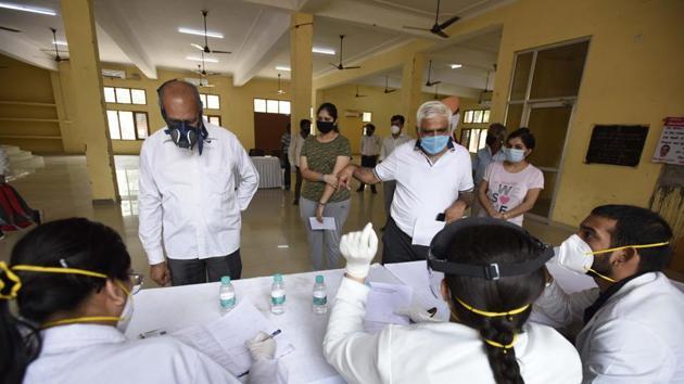 People register at a swab sample collection for coronavirus testing, Gurugram, Haryana.(HT Photo)