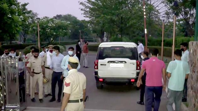 A team of Special Operations Group (SOG) of Rajasthan Police leaves for the resort where Congress MLAs are staying, in Manesar on Friday.(ANI)