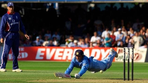 File image of Mohammad Kaif diving.(AFP)