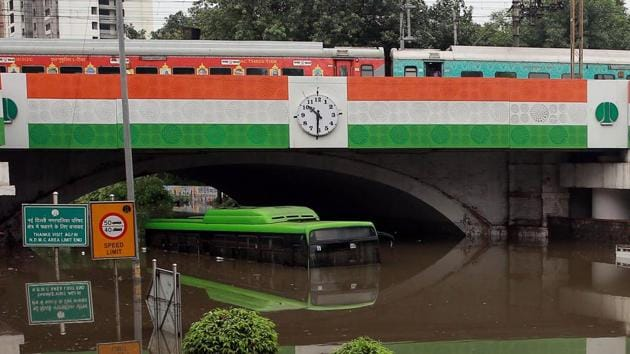 A DTC bus and other vehicles seen submerged after heavy rain and waterlogging under the Minto Bridge in New Delhi.(Arvind Yadav/HT PHOTO)