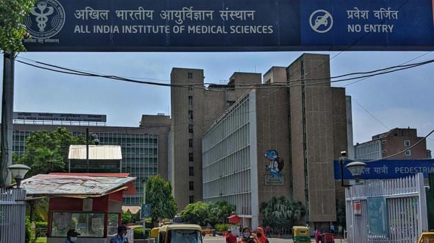 A view of the main entrance to the OPD at All India Institute of Medical Sciences (AIIMS), in New Delhi.(Biplov Bhuyan/HT PHOTO)