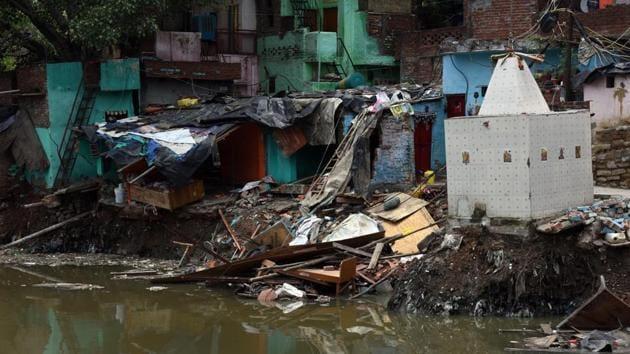 A view of damaged homes in Anna Nagar where several houses collapsed due to heavy rain in New Delhi.(Raj K Raj/HT PHOTO)