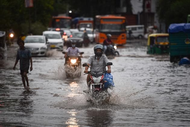 Water logging after heavy rainfall at Zakhira in New Delhi on Sunday, July 19, 2020.(Sanchit Khanna/HT PHOTO)