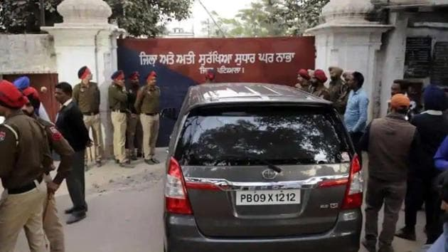 The high-powered committee constituted to probe the Nabha jailbreak of November 27, 2016, had also identified shortage of staff in the jail as a major cause of the incident.(HT file photo)