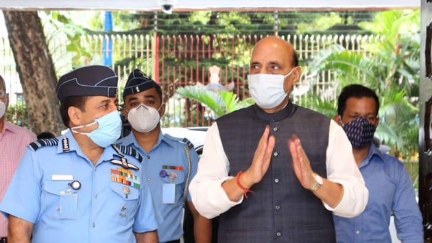 IAF chief Marshal RKS Bhadauria said the air force was poised to counter any aggressive action by the adversary.(HT Photo)