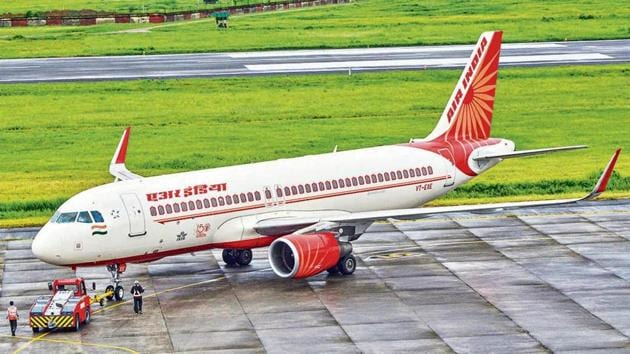 Air India pilots claim that the salaries of top AI officials have been reduced by a smaller percentage, as compared to their own.(PTI)