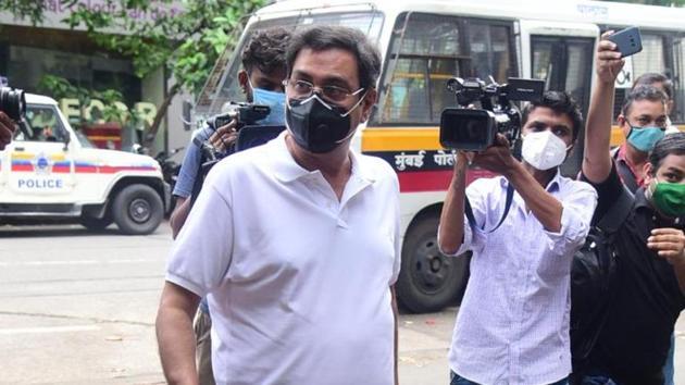 Rumi Jaffery arrives at the Bandra police station.(Varinder Chawla)