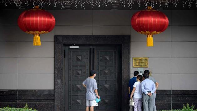 People attempt to talk to someone at the Chinese consulate in Houston on July 22, 2020. US has ordered the closure of the Chinese consulate in Houston.(AFP)