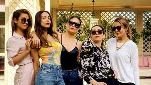 Kareena Kapoor, Malaika Arora with Karisma Kapoor, Amrita Arora and Natasha Poonawala.