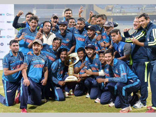 A historic moment: After winning their maiden Ranji Trophy in 2005-06, Uttar Pradesh lifted their first Mushatq Ali Twenty20 Trophy in 2016.(FILE PHOTO)