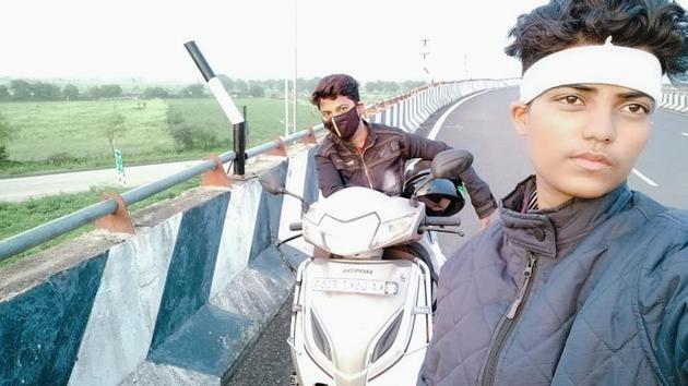 Sonia Das (on the scooter) and her friend Sabia Bano on their way from Pune to Jamshedpur.(Sourced)