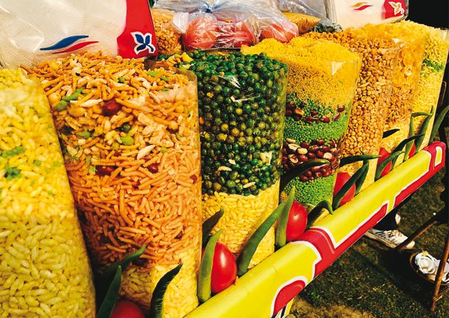 The bhelpuri stalls in Mumbai were all run by migrants from UP(Shutterstock)