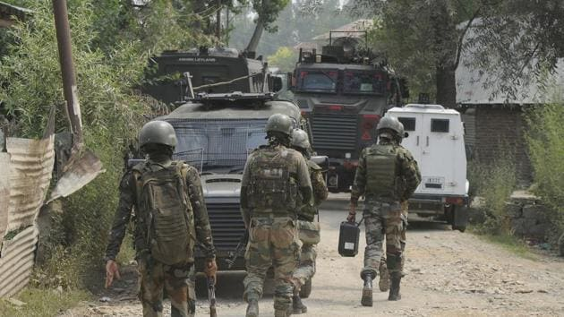 Security personnel seen near the site of an encounter at Ranbirgarh area, on the outskirts Srinagar, J&K , on Saturday, July 25, 2020.Two militants were killed in the encounter.(Waseem Andrabi / HT Photo)