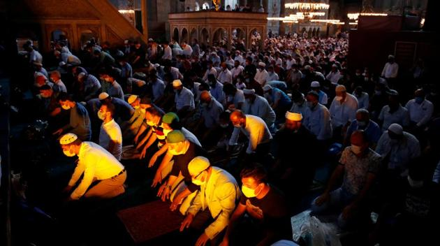 Worshippers attend afternoon prayers and visit Hagia Sophia Grand Mosque, for the first time after it was once again declared a mosque after 86 years, in Istanbul, Turkey on July 24, 2020.(Reuters Photo)
